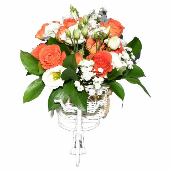 tricicleta mica cu flori