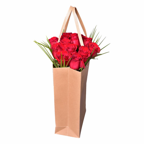Punga de hartie cu trandafiri rosii