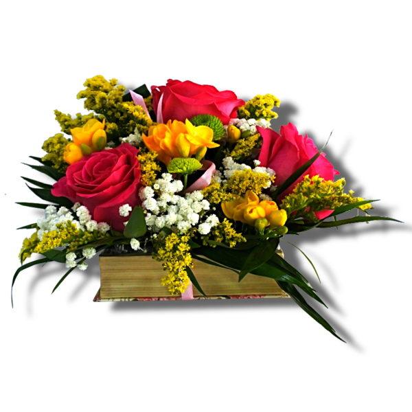 aranjament-floral-ocazii speciale in cutie cu aspect de carte