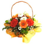aranjament-floral in cos de rachita impachetat cu hartie colorata galbena