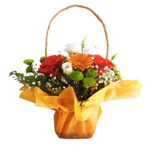 Cos de flori impachetat cu hartie colorata galbena