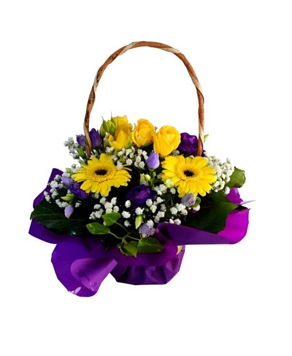 aranjament-floral-in cos cu hartie colorata bucuresti