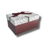 cutie mov aranjament floral cu-funda-mov