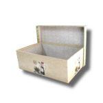interior cutie-vintage cu model pe margine pentru aranjamente florale cu capacul deschis