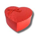 cutie aranjament floral in forma de inima