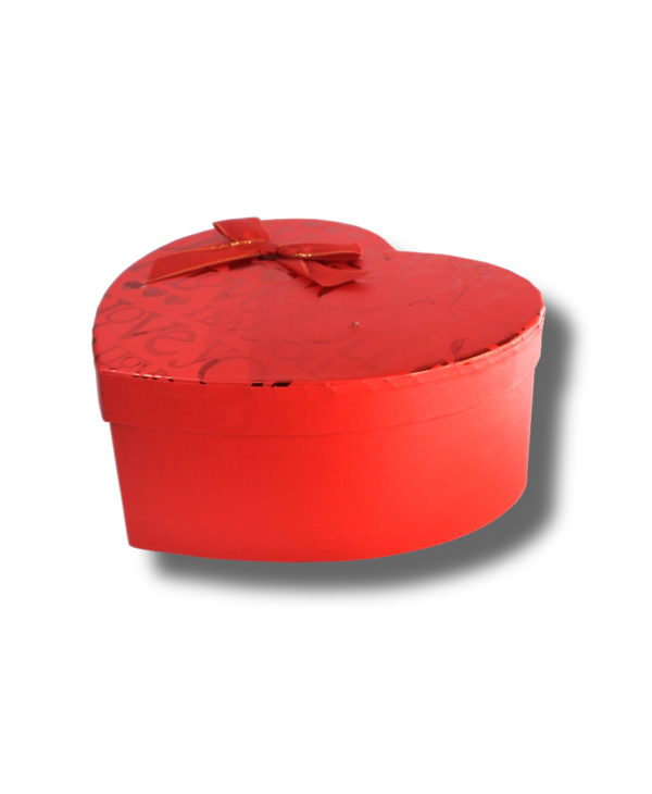 cutie aranjament floral in forma de inima de culoare rosie